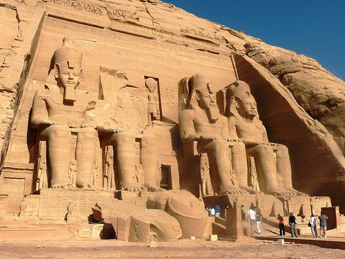 Đền Abu Simbel với những bức tượng to lớn