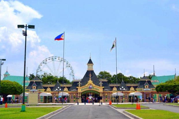 Enchanted Kingdom công viên giải trí hấp dẫn du khách