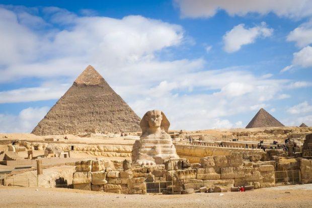 Quần thể kim tự tháp Giza nổi tiếng thế giới